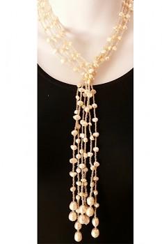 Náhrdelník s říčními perlami a korálky - bílá