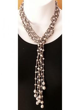 Náhrdelník s říčními perlami a korálky - stříbrná