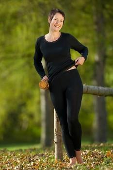 Dámské triko s dlouhými rukávy z bio merino vlny a hedvábí s krajkovým lemováním - černá