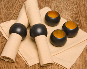 Dřevěné kroužky na ubrousky černé 1ks