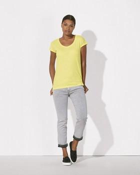 STELLA INVENTS Dámské oversized tričko s krátkými rukávy a velkým výstřihem ze 100% biobavlny - žlutá iris