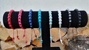 Jednořadový pletený korálkový náramek