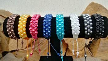 Třířadý pletený korálkový náramek