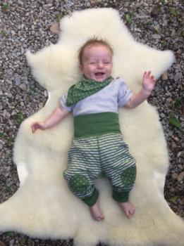 WENDE WESERSTRAND oboustranné kojenecké kalhoty ze 100% biobavlny - zelená/přírodní
